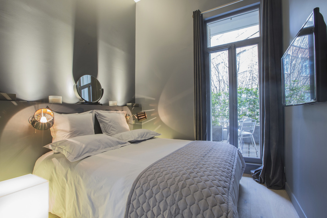 Apartment Paris Rue de Marignan 12
