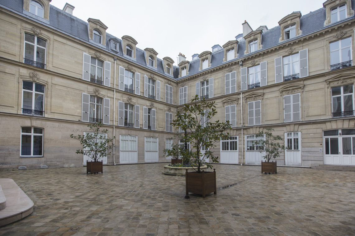 Apartment Paris Rue de Marignan 18