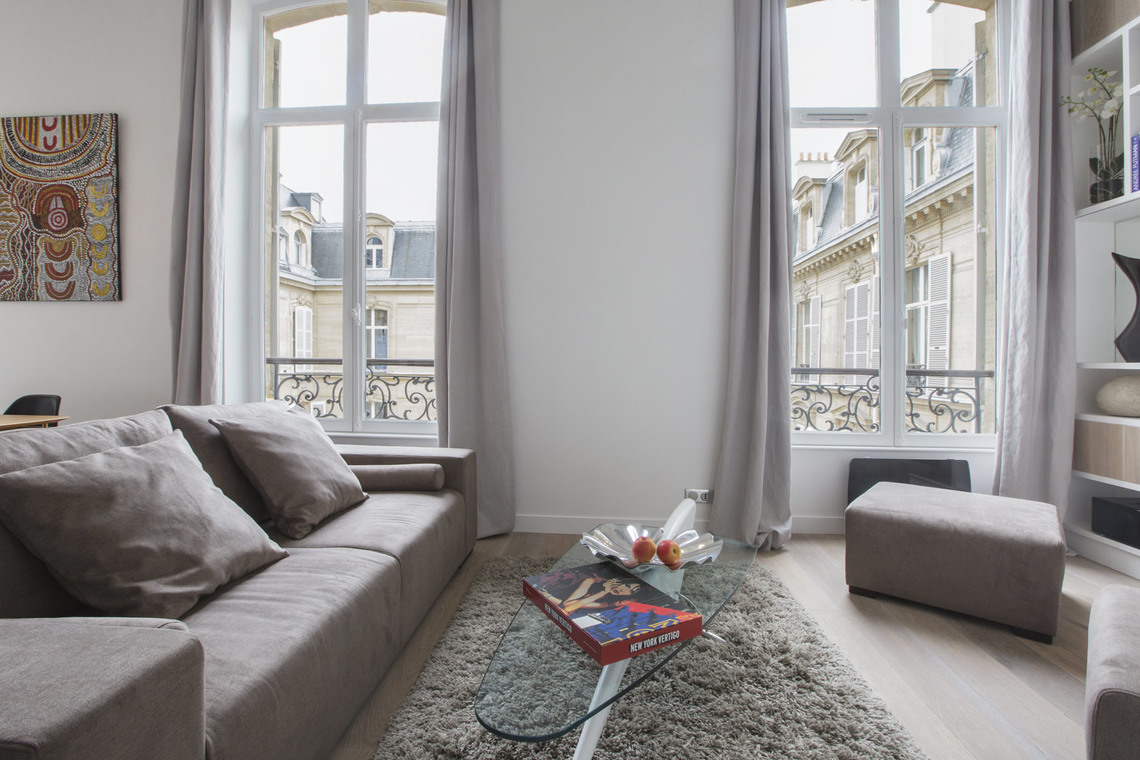 Apartment Paris Rue de Marignan 3