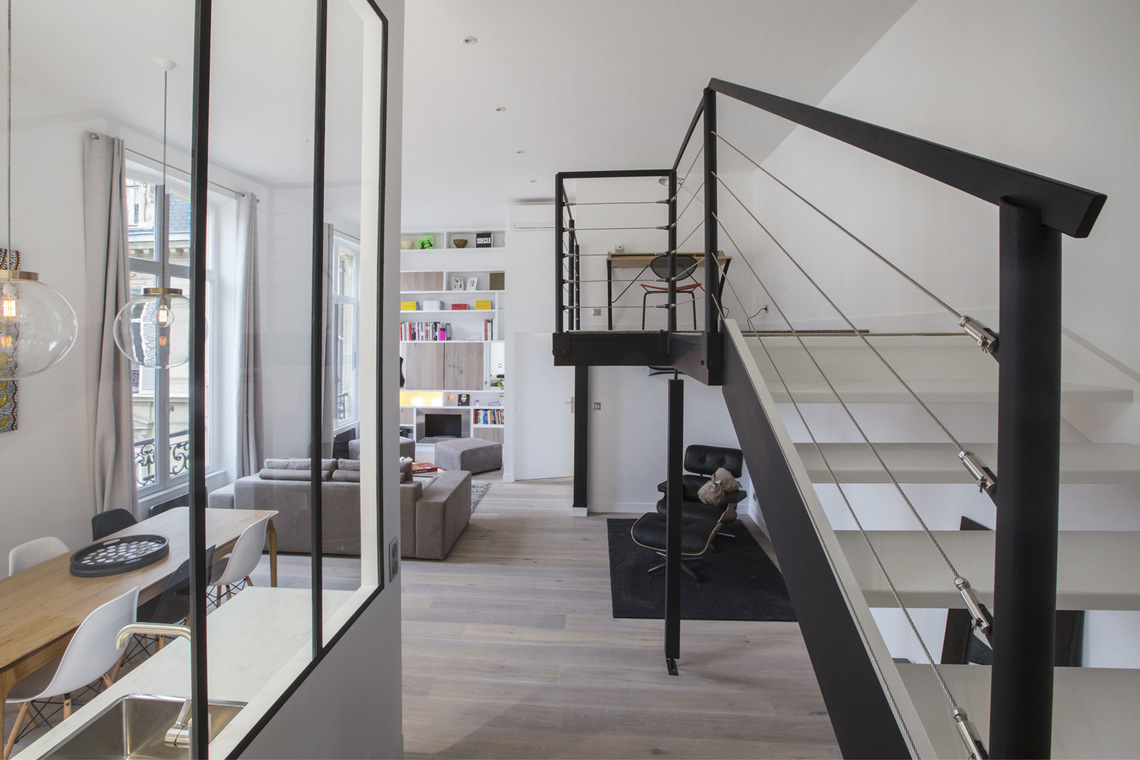 Apartment Paris Rue de Marignan 11