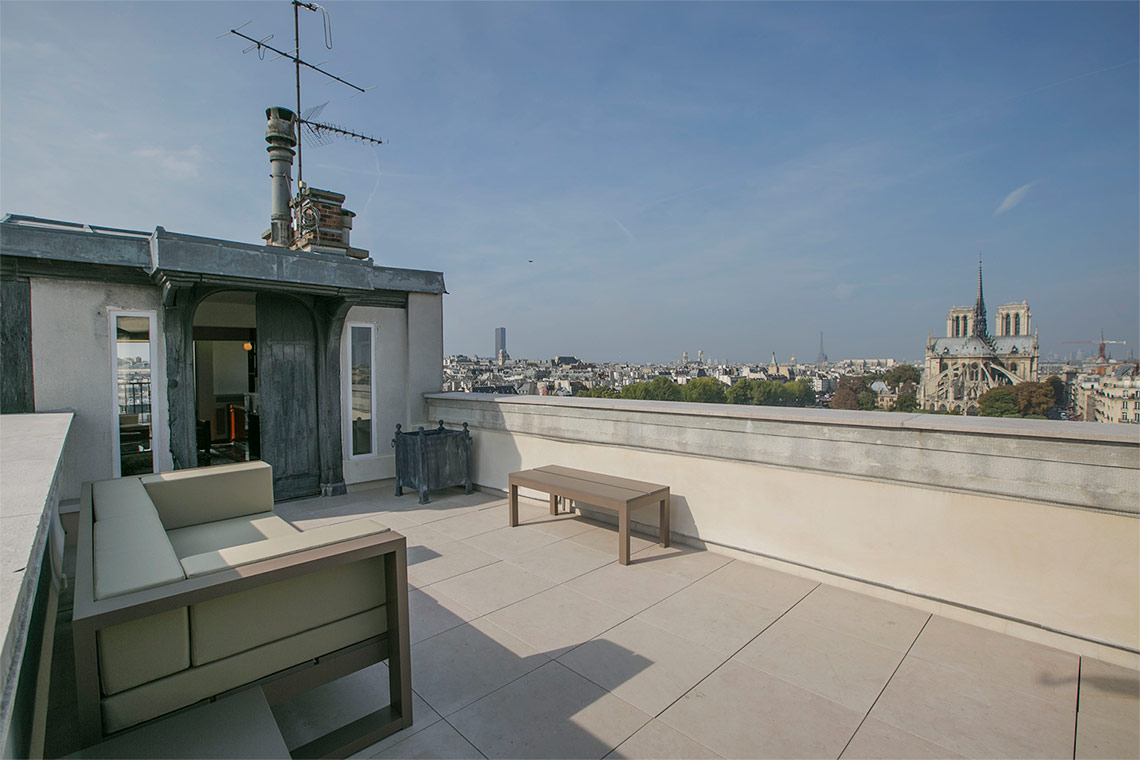 Apartment Paris Quai d'Orléans 13