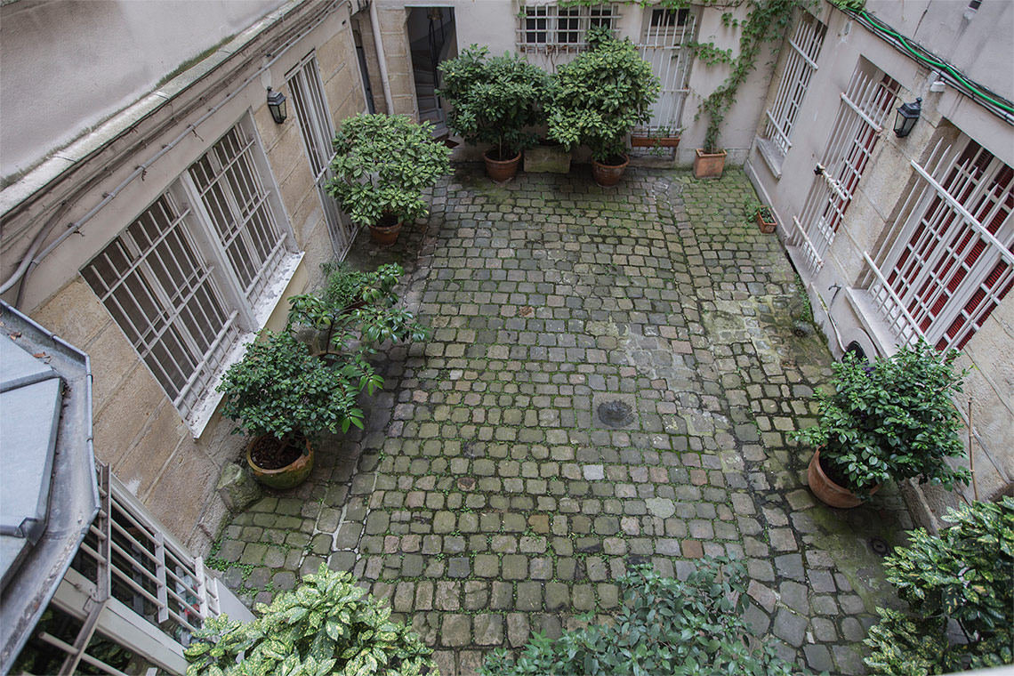 Apartment Paris Rue Saint André des Arts 12