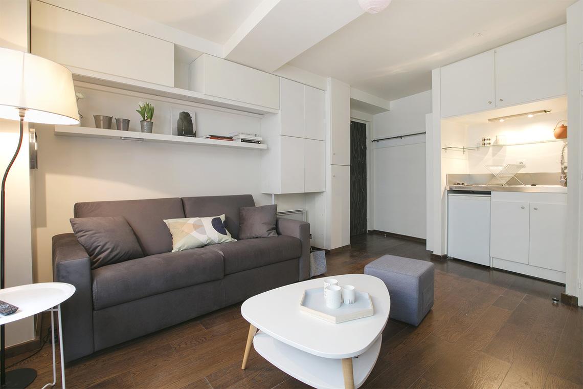 location studio meubl rue malebranche paris ref 12053. Black Bedroom Furniture Sets. Home Design Ideas