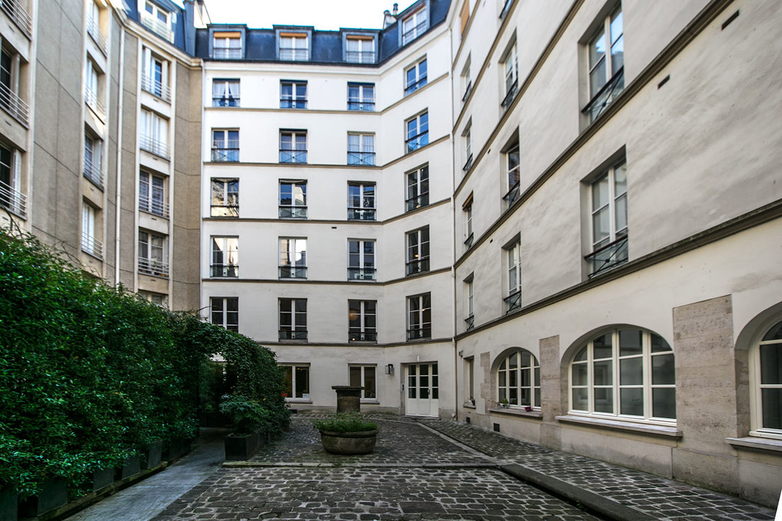 Apartment Paris Rue Corneille 16