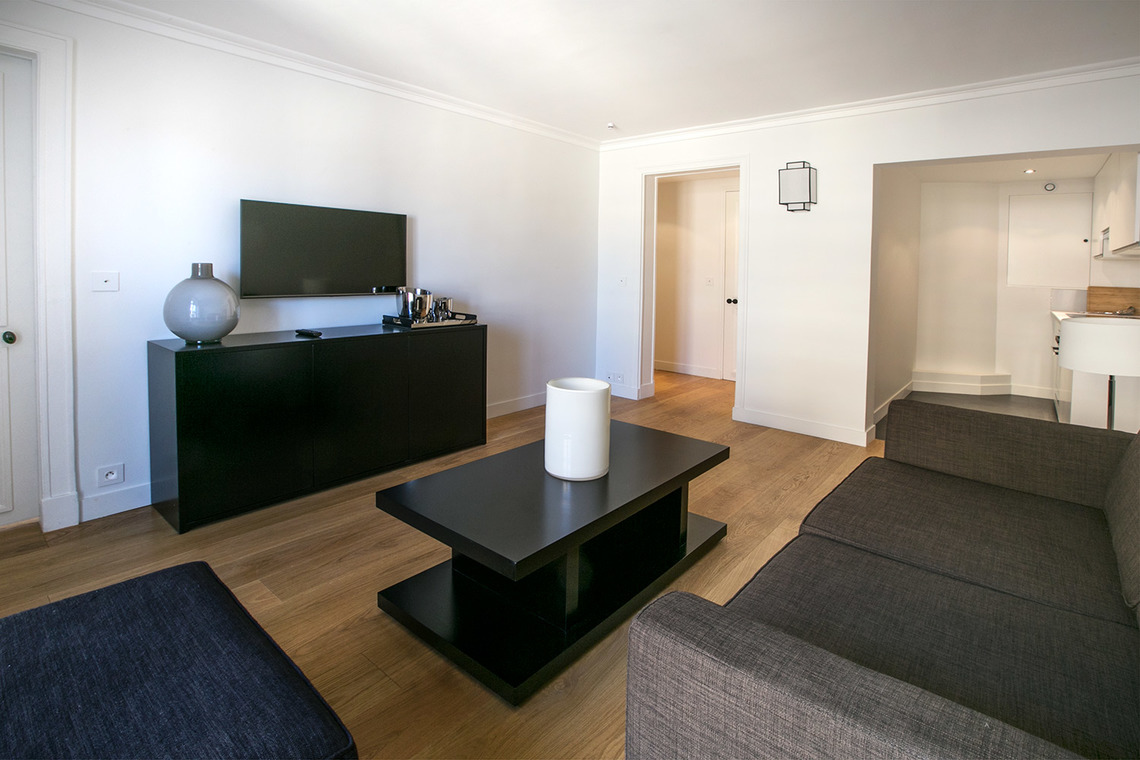 Apartment Paris Rue Corneille 3