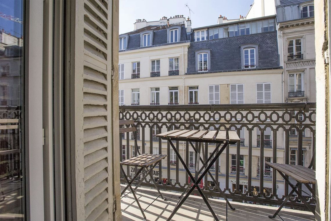 Apartment Paris Rue Montmartre 17