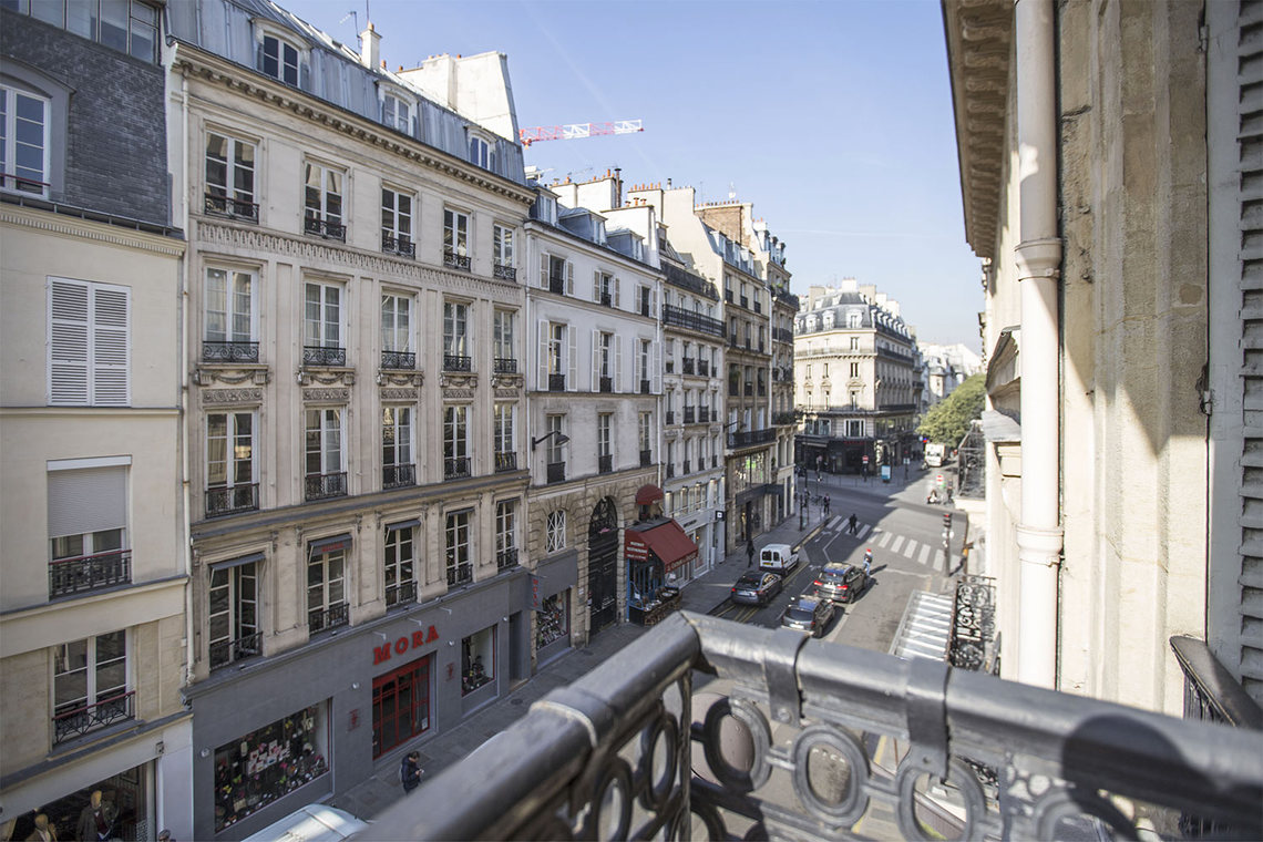 Apartment Paris Rue Montmartre 18