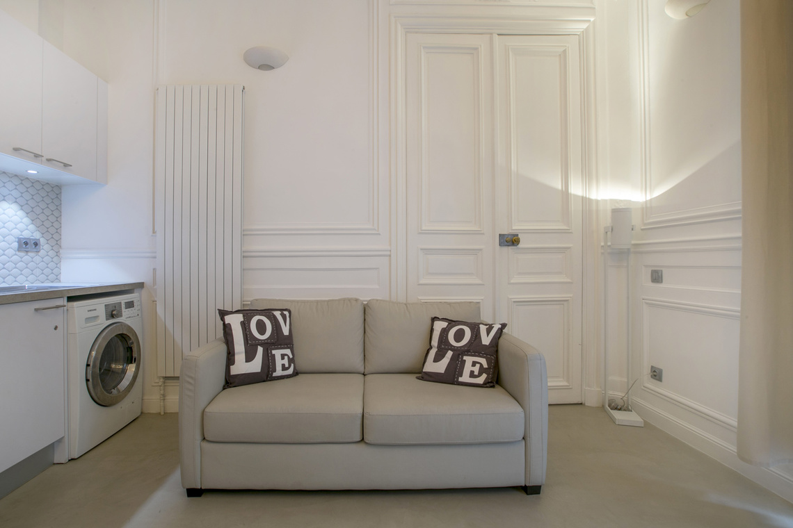 Paris Rue Lincoln Apartment for rent