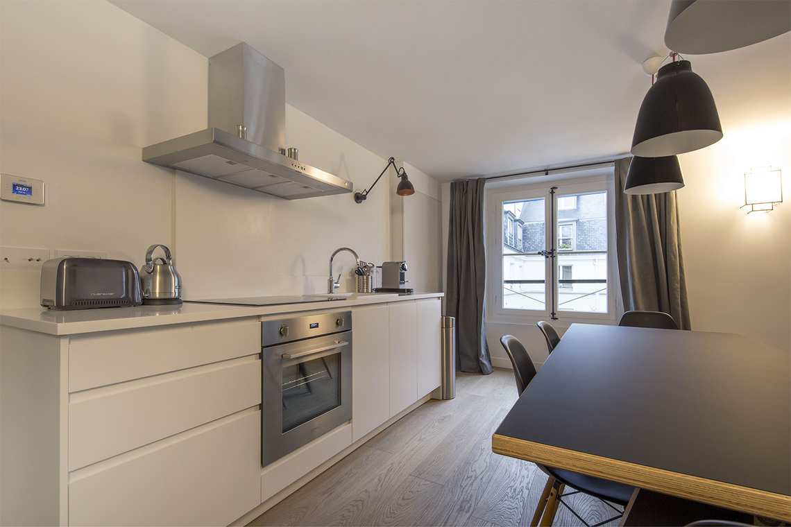 Apartment Paris Rue Corneille 4
