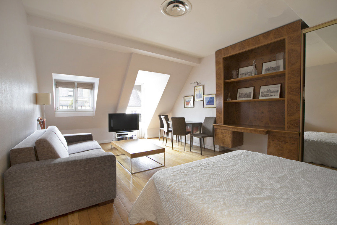 Apartment Paris Rue de Berri 4