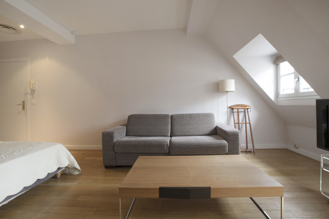 Paris Rue de Berri Apartment for rent