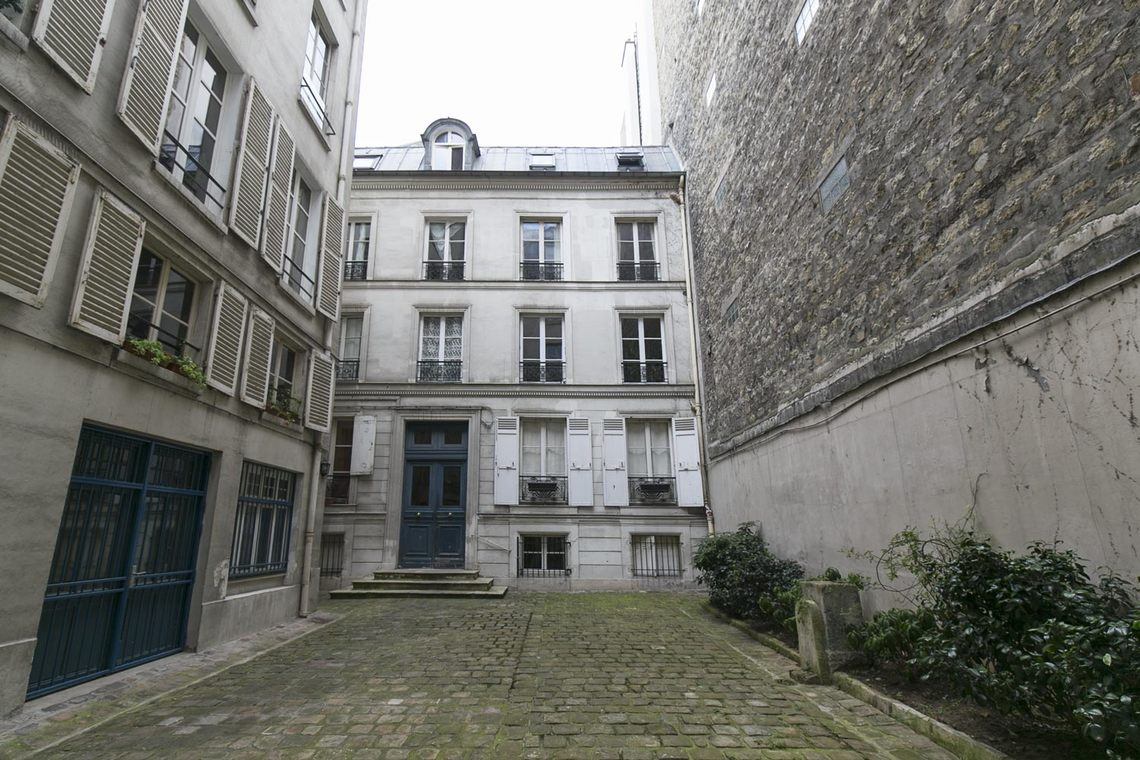 Apartment Paris Rue Corneille 18