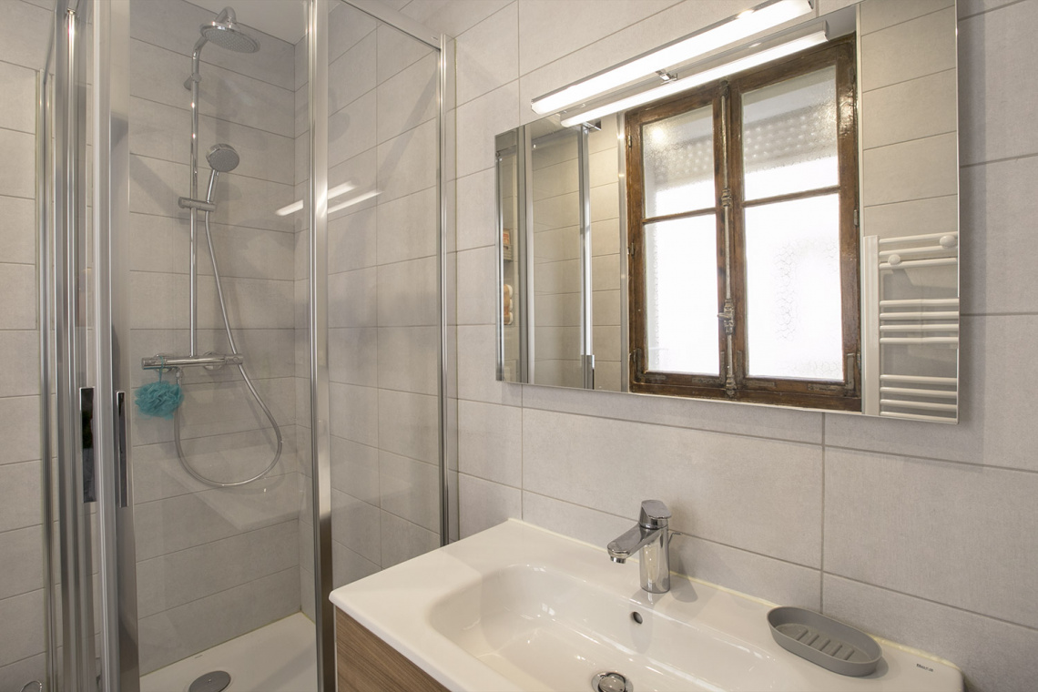 Apartment Paris Rue Dulong 8