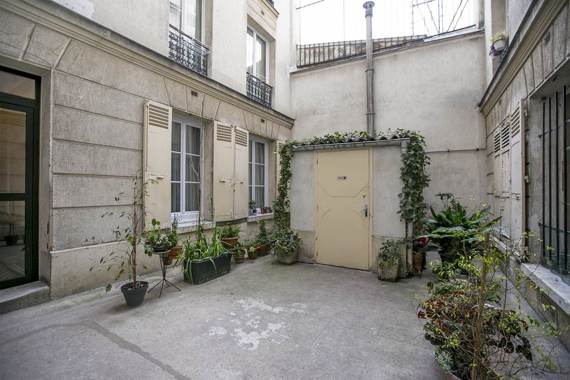 Apartment Paris Rue Crespin du Gast 11