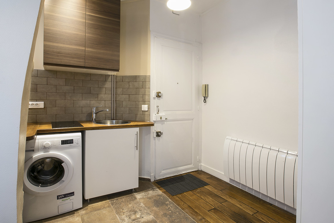 Apartment Paris Rue Crespin du Gast 8