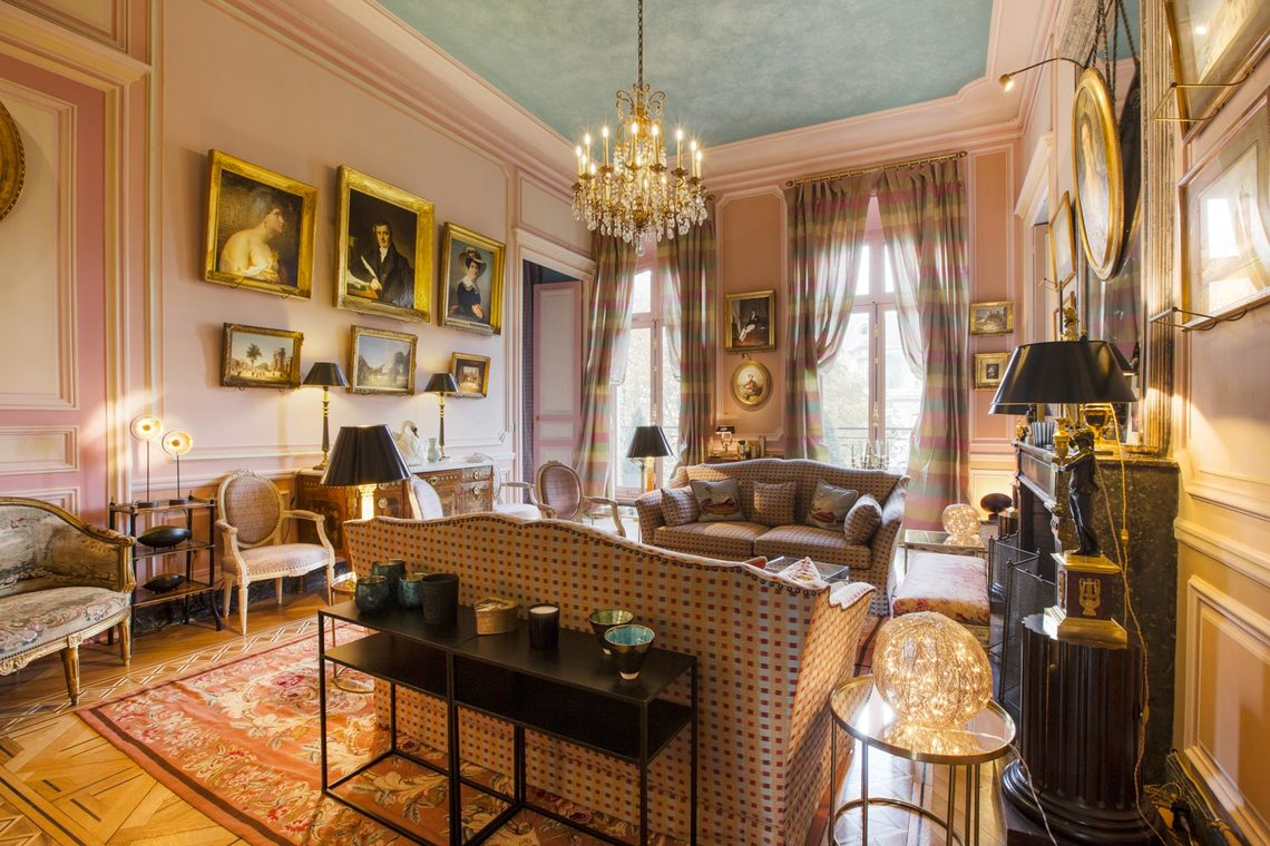 Furnished apartment for rent Paris Avenue Montaigne