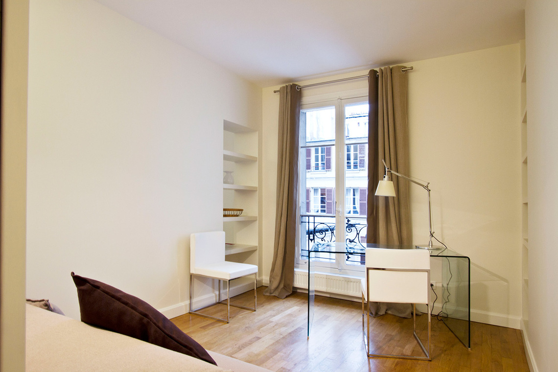 Apartment Paris Rue de la Comète 3