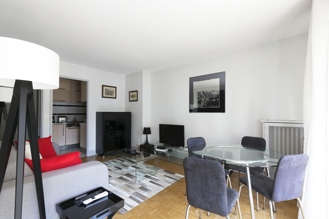 Apartment Paris Rue Weber 2